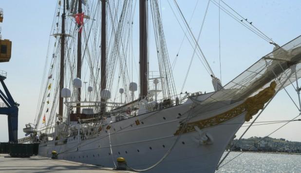 El velero Juan Sebastián Elcano, de cuatro mástiles, tiene 92 años de historia. Foto: Marcelo Bonjour