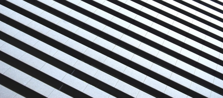 lines alternately colored in black and white