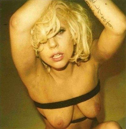 Гола скандална американска изпълнителка Лейди Гага