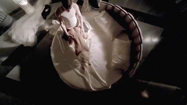 Гола скандалната америкаканска изпълнителка Лейди Гага