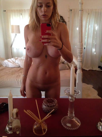 Caroline Vreeland Nude Pics and LEAKED Drunk Porn in 2020 5