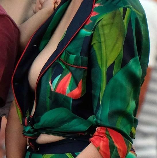 Chrissy Teigen sexy nipples