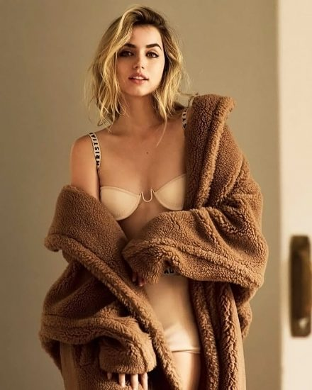 Ana de Armas Nude & LEAKED Porn And Topless Sex Scenes 30