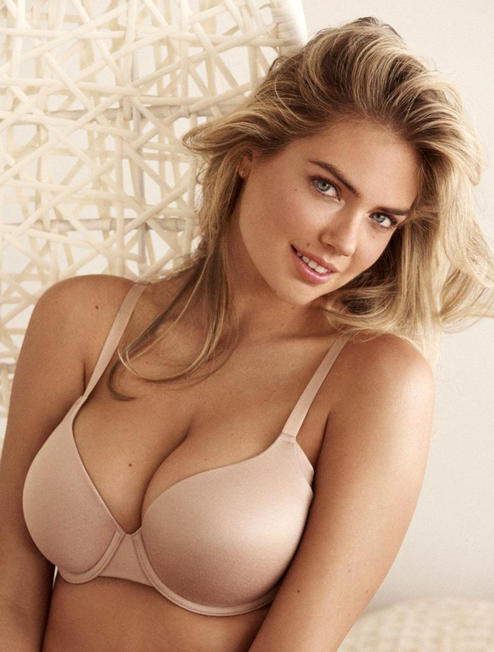 Sexy Kate Upton Showed Big Natural Tits For New Yamamay