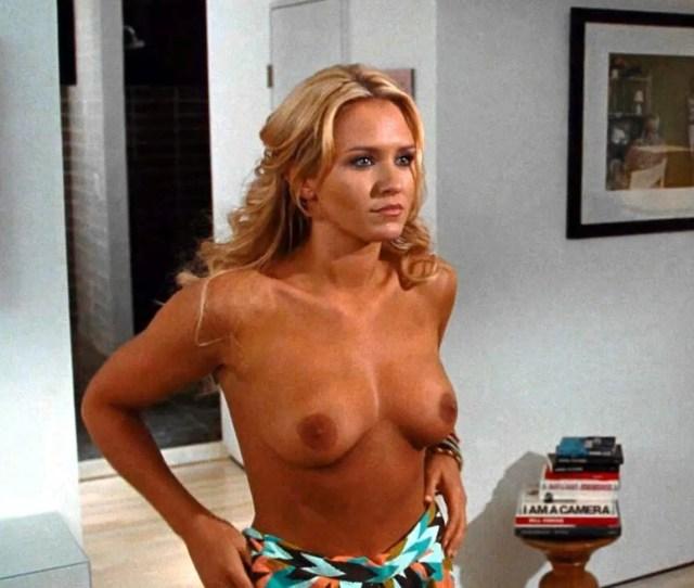 Nicky Whelan Nude Photos Collection