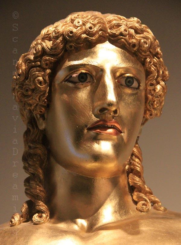 Statue du dieu grec Apollon en diverses métaux