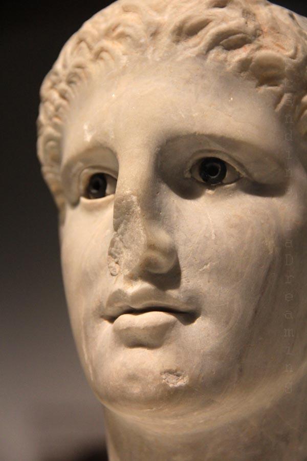 Tête antique polychrome