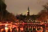 Tour de l'hôtel de ville de Copenhague vue depuis le parc de Tivoli
