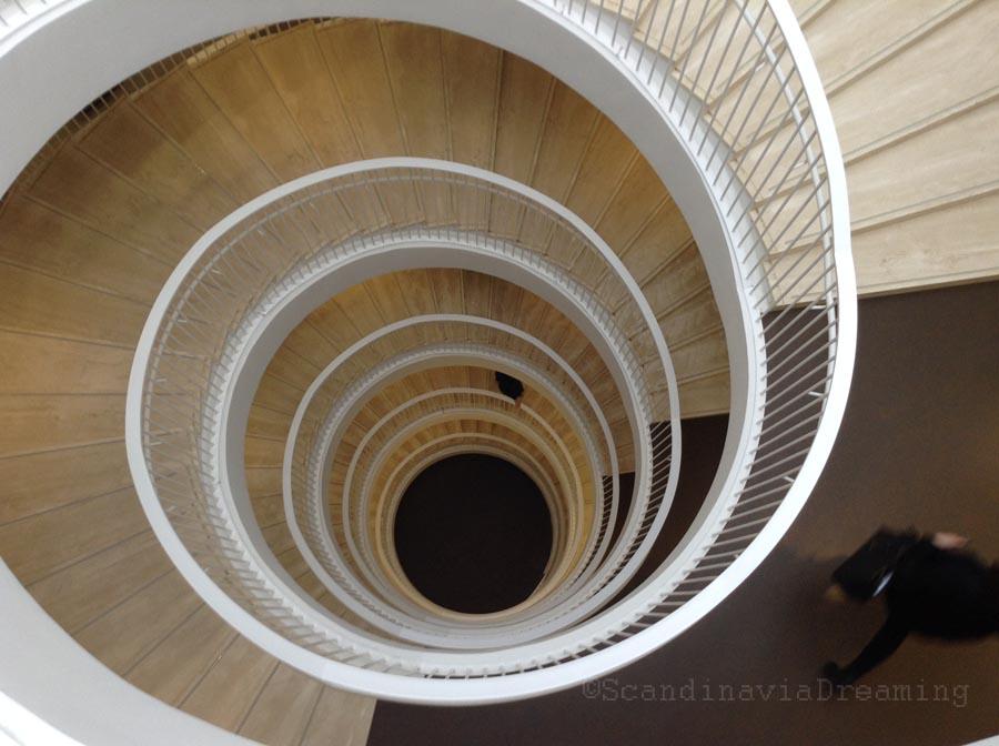 Escalier central de la bilbiothèque universitaire