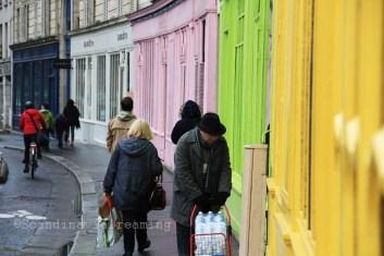 Rue colorée de Paris