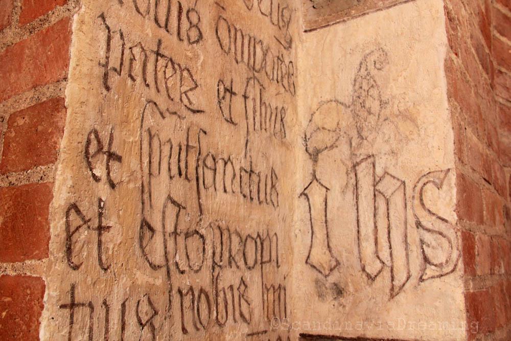 Graffito sur un mur de la cathédrale de Roskilde