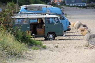 Vans le long de la plage