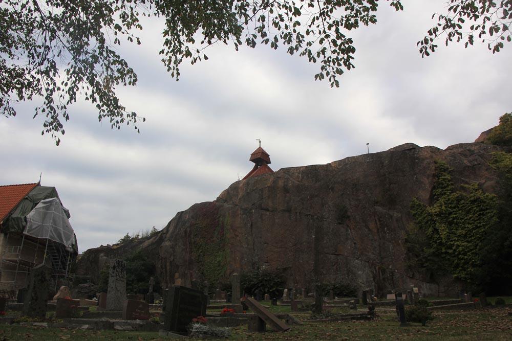 un-clocher-sur-la-falaise
