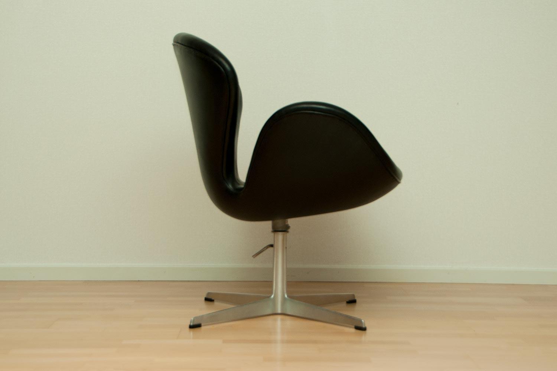 Arne Jacobsen  swan  Scandinavian Design  exclusive