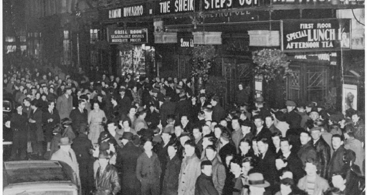 Crowds queuing at the Metropole c. 1938. (National Library of Ireland)