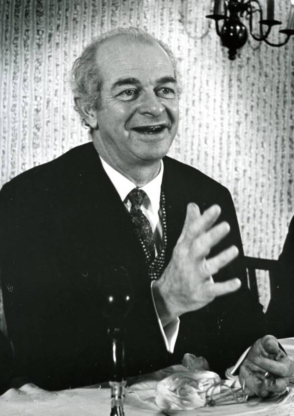 Linus Pauling, 1958