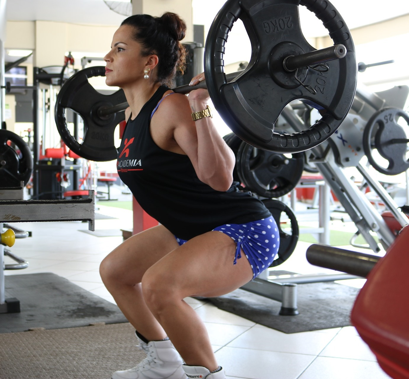 Do Barbell Squats Hurt Your Shoulders? Pain Prevention ...