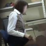 OLがトイレで思いっきりおならをする盗撮動画
