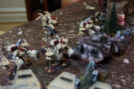 The center of the Tau deployment zone is made up of Broadsides, drones, and the commander.