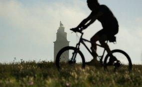 La torre de Hércules desde punta Herminia. La Coruña, Galicia