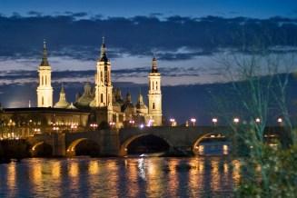 Vista nocturna Basílica del pilar con Ebro. Autor Daniel Marcos
