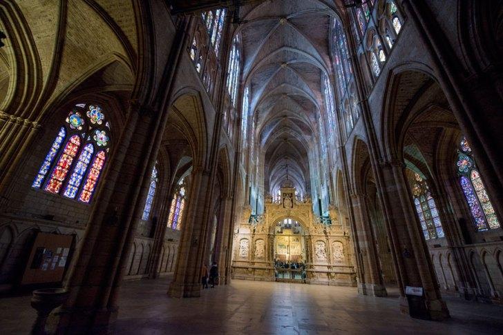 Leon-SCB-interior