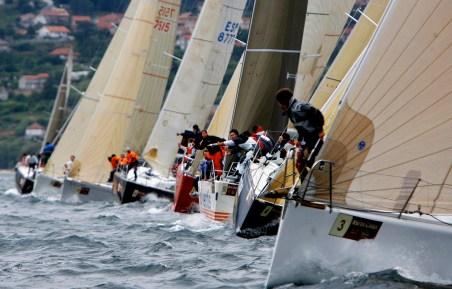 VGO03.VIGO(PONTEVEDRA) 11/08/08 .- Más de ciento veinte barcos se han dado cita en la ría de Vigo para la salida de la XLV edición de la regata con más participación de Galicia con más de 1200 regatistas. EFE/ Salvador Sas
