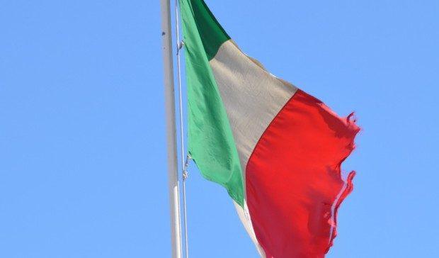 files bandiera italiana sgualcita