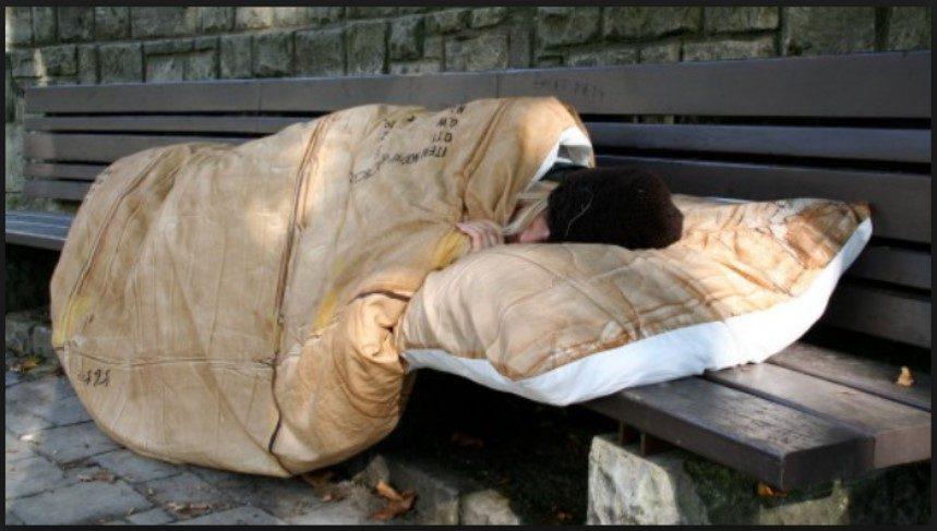 monti 7 17000 senzatetto ad atene