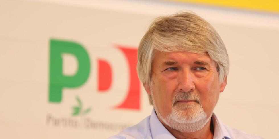 Il ministro del Lavoro Giuliano Poletti durante il suo intervento alla festa nazionale dell'Unita', Bologna, 30 agosto 2014. ANSA/ GIORGIO BENVENUTI