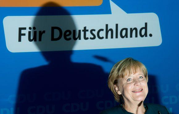 """Quando A. Merkel diceva a C. Lagarde (FMI) che sarebbe riuscita ad abbassare il salario minimo iberico a 250€/mese perché la Spagna era """"la sua prostituta""""…"""