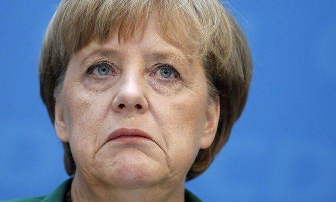 Fuoco incrociato Merkel in difficoltà: la frenata cinese mette a rischio l'export tedesco. Di Marcello Bussi