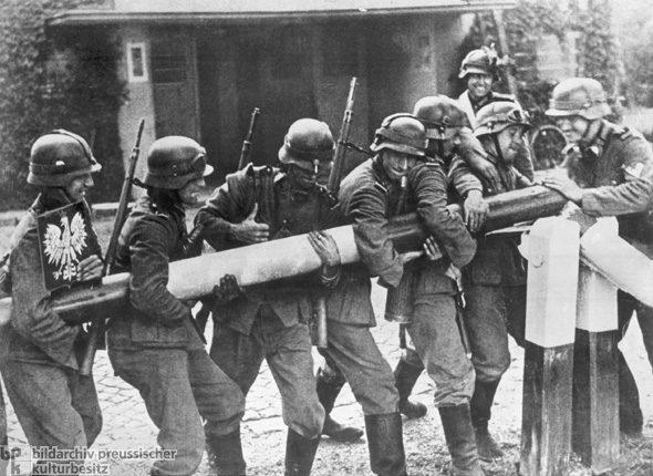 Motiv 1 von 2Aufnahmedatum: 01.09.1939Systematik: Geschichte / Weltkrieg II / Polen / 1.9.1939 / Einmarsch