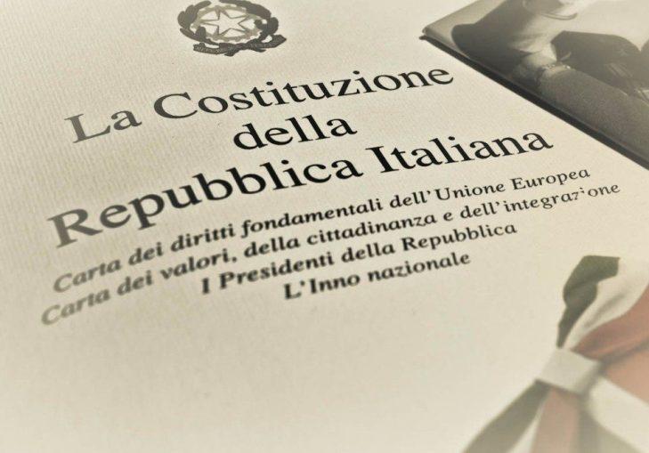 """""""UNA SIGARETTA CON LA PIÙ BELLA DEL MONDO""""… poesia di Giuseppe PALMA in difesa della Costituzione"""