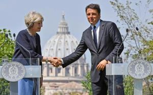 Italian Prime Minister Matteo Renzi (R) during a joint press conference with British Prime Minister Theresa May (L) at Villa Doria Pamphilj in Rome, Italy, 27 July 2016. ANSA/ETTORE FERRARI