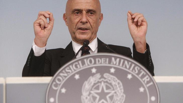 Sostegno al ministro Minniti: ha reso pubblico il piano organizzato dall'EUropa per destabilizzare l'Italia coi migranti!