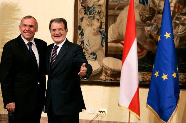 FLASH: anche il nome di Romano Prodi nell'inchiesta di Mueller su Paul Manafort, l'ex capo campagna di Donald Trump