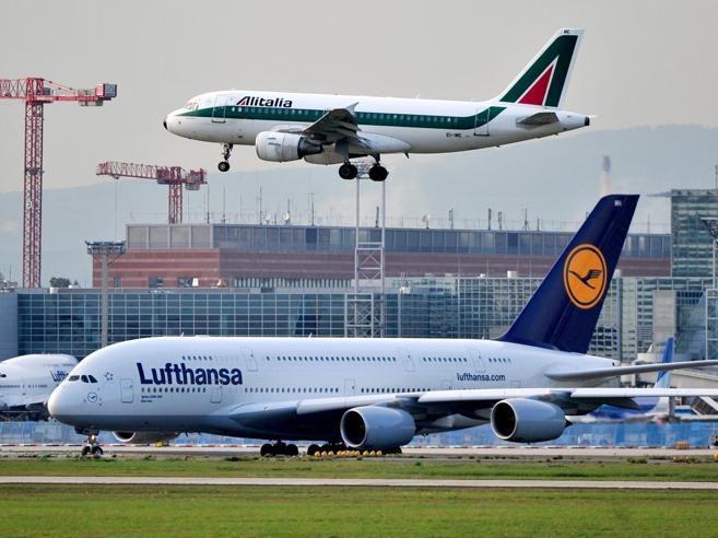 Il governo non deve vendere Alitalia ai tedeschi di Lufthansa. Meglio FFSS o al limite cederla agli americani. Ecco perché