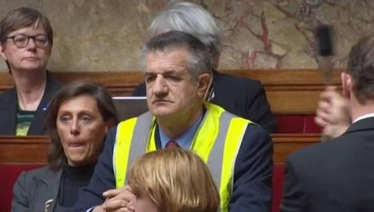 I Gilet Gialli entrano nel parlamento di Parigi (ed attenzione, non sono della Le Pen..)