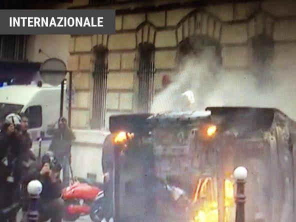 A Parigi torna la guerriglia: gilet gialli ancora in piazza LA POLIZIA FRANCESE HA EFFETTUATO 1385 FERMI E MESSO 974 PERSONE SOTTO CUSTODIA.