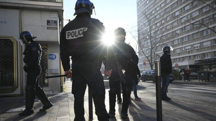 Gilet Gialli Atto VI e Gilet Blue (cioè la Polizia in sciopero). Comunque la Francia non sarà più la stessa