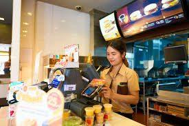Che succede quando mancano i lavoratori? Il caso dei fast food USA