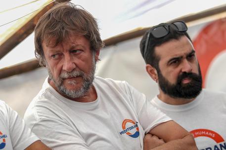 """Casarini il barcaiolo, quando voleva far muovere """"Questi c..o di Migranti"""". Da Lotta Continua a Strumentalizzazione Perennei"""