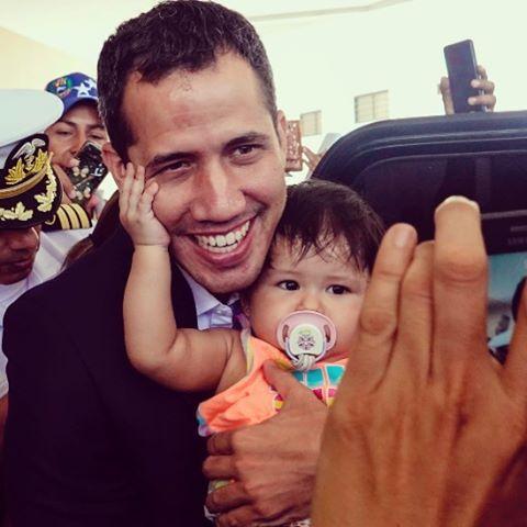 Guaidò torna in Venezuela e Maduro non ha il coraggio di affrontarlo. Comunque il paese è allo stremo