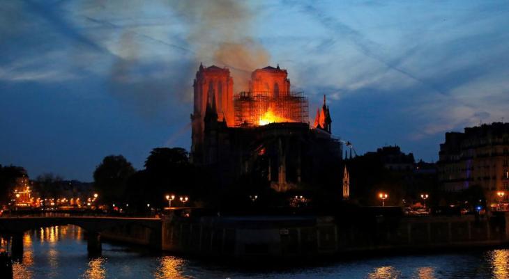 Notre Dame, fiera della peggiore ipocrisia buonista.