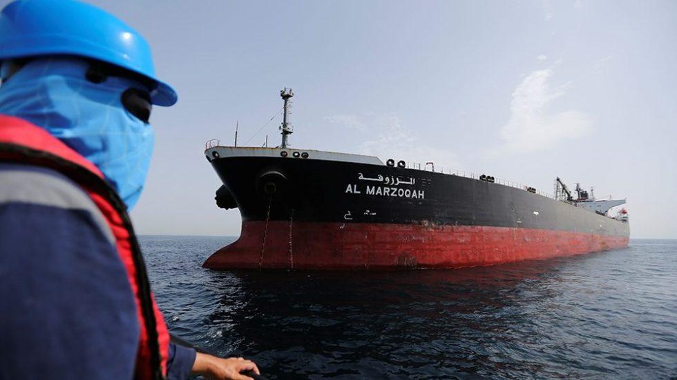 petroliera ataccata