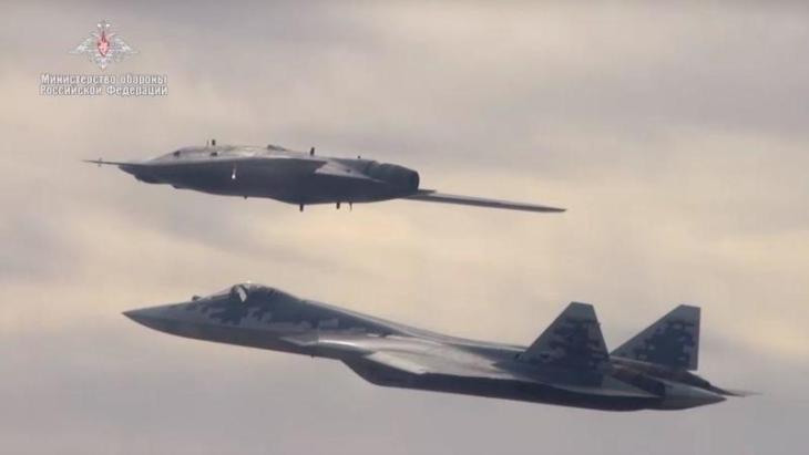 COME IN UN FILM DI FANTASCIENZA: il drone russo in azione