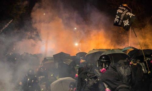 Perché la polizia attaccando le Università ad Hong Kong (e soprattutto una…)