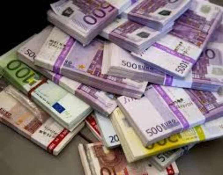 LA COMMISSIONE VUOLE IL CONTANTE. La risposta della Commissione a Rinaldi conferma il SI della BCE al contante. Governo smentito