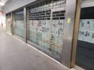 蒂耶內(維琴察上城),空蕩蕩的商店櫥窗侵入了歷史中心。